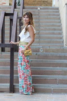 A Trendy life con pantalones palazzo de flores.