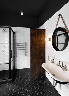 Bathroom Palette: black & white - Canada, Montreal.  [Selection of bathroom images depending on colour shades] ITA: Il bagno in bianco e nero - galleria di immagini