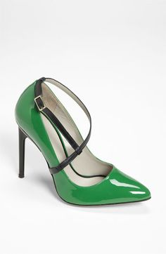 These are a beautiful shade of green! Jason Wu #shoeoftheday