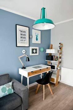 bleu cyan dans une chambre ado avec luminaire de style industriel en couleur vert criard murs et plafond en gris