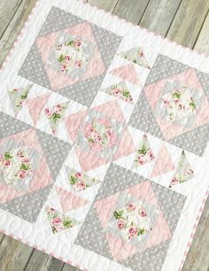 Neat recommendations to have a look at #easyquilts Quilt Baby, Baby Girl Quilts, Girls Quilts, Small Quilts, Easy Quilts, Mini Quilts, Plus Forte Table Matelassés, Shabby Chic Quilts, Shabby Chic Quilt Patterns
