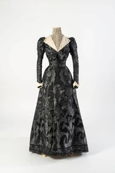 1890s - Black figured silk with lace chemisette and collar & zigzag cuffs with cream facings
