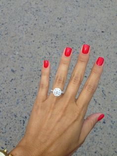 Lovely round cut engagement ring