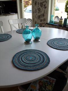 Mandala Style Placemats pattern by Kajsa Hubinette Crochet Placemats, Crochet Table Runner, Crochet Doilies, Mandala Crochet, Mandala Pattern, Crochet Round, Free Crochet, Crochet Home Decor, Crochet Kitchen