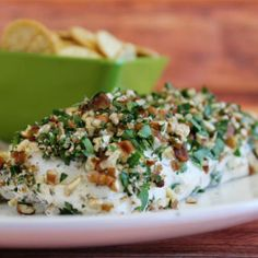 Herb and Nut Cream Cheese Log recipe // easy and so delicious #dip