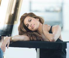 Eva Mendes pour Estée Lauder Eva Mendes en coulisses de la campagne New Dimension d'Estée Lauder http://www.vogue.fr/beaute/buzz-du-jour/diaporama/eva-mendes-este-lauder/21740#eva-mendes-pour-este-lauder