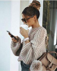 curtidas, 17 comentários – City Streetstyles ( no Inst… Foto Fashion, Retro Mode, Fashion Outfits, Womens Fashion, Fashion Trends, Fashion Clothes, Fashion Ideas, Fashion Tips, Winter Hairstyles