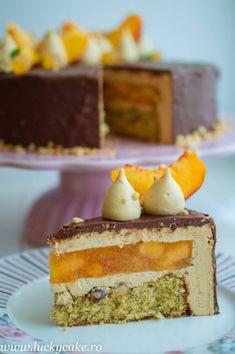 Cherry and pistachio mini-cakes - HQ Recipes Just Cakes, Cakes And More, Sweets Recipes, Cake Recipes, Mini Cakes, Cupcake Cakes, Entremet Recipe, Russian Cakes, Mousse Cake