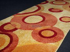 Moderní tkaný běhoun je koberec, který má široké využití. Běhouny můžete použít do kuchyní, ložnic, obývacích pokojů a hodí se také na chodby popřípadě schodiště.   Běhouny dodáváme v minimální délce 1 m a řez se provádí po 5 cm. Rugs, Home Decor, Homemade Home Decor, Types Of Rugs, Rug, Decoration Home, Carpets, Interior Decorating, Carpet