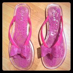 NWOT 🎀 Jelly Bow flip flop - lace detail Adorable pink jelly flip flop, size 9. Pretty lace-like detail. NWOT. Perfect for the beach! Dizzy Shoes Sandals