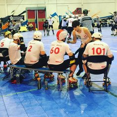 #EnglandMensRollerDerby coach @fayrobertsface briefs the bench at #4nations  #rollerderby #proudsponsor by rollerderbycity