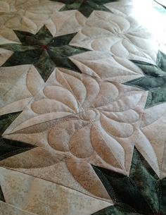 Quilting tutorial for a Hunter Star, with one start and stop, by Mandalei Quilts