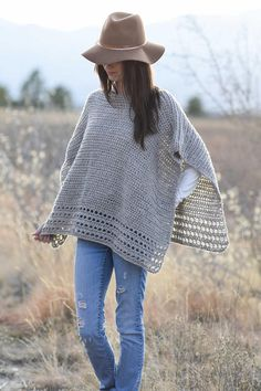 INSPIRAÇÃO- The simplicity of this poncho as well as the clean lines make it a stylish, classic piece. The alpaca blend gives it a soft look and feel while the lovely detail along the lower edge adds interest and Crochet Baby Poncho, Crochet Poncho Patterns, Crochet Shawl, Easy Crochet, Knit Crochet, Scarf Patterns, Knitted Shawls, Alpaca Poncho, Poncho Outfit