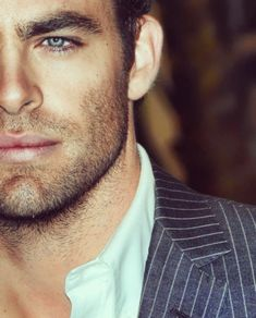 Chris Pine -- so why is this guy not Christian Grey? Chris Pine, Celebrity Gallery, Celebrity Crush, Pretty People, Beautiful People, Hommes Sexy, Attractive Men, Good Looking Men, Gorgeous Men