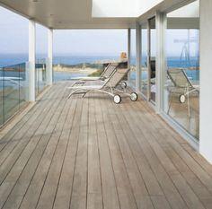 Balcone legno balaustra vetro