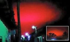 A blood red sky above a town in El Salvador triggered panic among people who had just come out of a church service. The phenomena in Chalchuapa lasted only a few seconds.