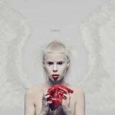 Die_Antwoord_ninja_Yolandi_Visser i will eat your heart. Die Antwoord, Rap Albums, Best Albums, Music Albums, Albums Pop, Greatest Albums, Greatest Hits, Lps, Best Album Art