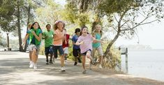 Aerobic exercise can help kids with ADHD and kids without ADHD improve attention, sharpen social skills, and learn more effectively. Learn how to incorporate physical activity into your child's daily routine. All kids can benefit from these ideas. Team Building Activities, Physical Activities, Fitness Activities, Creative Activities, Teaching Respect, Scout Games, Daisy Girl Scouts, Middle Schoolers, Day Camp