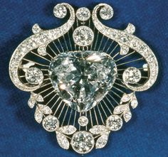 Queen Elizabeth II Diamond Brooch containing one of the Cullinan diamonds.