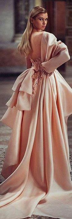 Couture Fashion, Runway Fashion, Donatella Versace, Atelier Versace, Bridesmaid Dresses, Wedding Dresses, Evening Gowns, Beautiful Dresses, Street Style