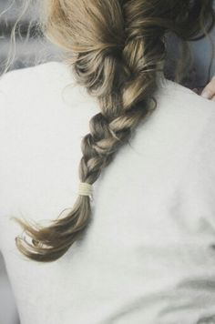 Such a cute simple braid, would have looked better with a Twistband though.