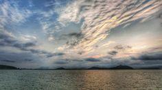 09 July 19:12 博多湾上空にはうろこ雲が広がってきました。 Evening  at  Hakata bay in Japan sun