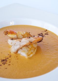 Shrimp Bisque / stock instead of water, tomato paste i stead of tomato, no brady, add gelatie (non-jelling) Seafood Dishes, Seafood Recipes, Paleo Recipes, Low Carb Recipes, Soup Recipes, Cooking Recipes, Prawn Recipes, Shrimp Bisque, Lobster Bisque