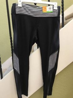 3756d48ad3954 NWT C9 Champion Capri Length Work Out Leggings Stretch Medium Duo Dry  Striped | eBay