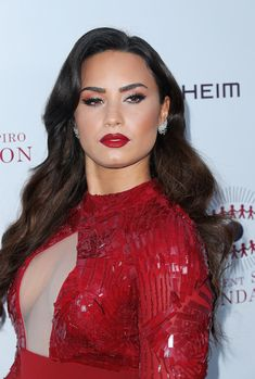 Our goal is to keep old friends, ex-classmates, neighbors and colleagues in touch. Demi Lovato Makeup, Demi Lovato Body, Selena Gomez, Celebrity Makeup Looks, Celebrity Style, Celebrity Women, Beautiful Celebrities, Gorgeous Women, Ariana Grande