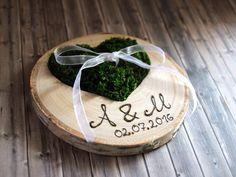 Hochzeit - Ringkissen Holz Moosherz+Gravur - ein Designerstück von HexenGIFTS bei DaWanda