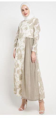 Batik Fashion, Abaya Fashion, Modest Fashion, Girl Fashion, Fashion Dresses, Hijab Dress Party, Hijab Style Dress, Moslem Fashion, Abaya Designs