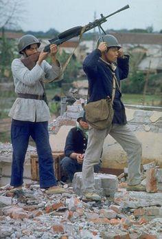 Northern Vietnam in 1967  Machine gun rehearsal taken by American journalist Lee Lockwood.