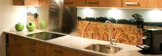 Pimpyourkitchen.nl :: Je hoeft geen hele nieuwe keuken aan te schaffen om je keuken te 'pimpen'. Alexander heeft in zijn keuken het aanrechtblad, de kraan en de handgrepen vervangen. Een achterwand van ons maakt de metamorfose compleet!