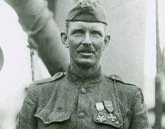 Sergeant Alvin C. York was an American soldier who in World War I led a group that captured 132 Germans on October Learn about his life. American Soldiers, American Civil War, Native American History, British History, Women In History, World History, Ancient History, Alvin York, Social Studies For Kids
