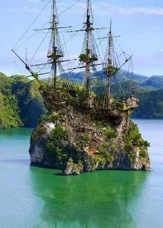 Beautiful Landscape around the World Places To Travel, Places To See, Travel Destinations, Abandoned Places, Abandoned Ships, Amazing Nature, Beautiful Landscapes, Cool Pictures, Sailing