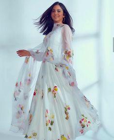 White Salwar Suit, White Anarkali, Anarkali Suits, Dress Indian Style, Indian Dresses, Cheap Flower Girl Dresses, Girls Dresses, Churidhar Designs, Paint Designs