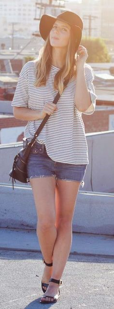 Cute denim shorts with top stripes tee loose blouse shirt and black leather hand bag and black shoes and top black hat the best summer street style outfits