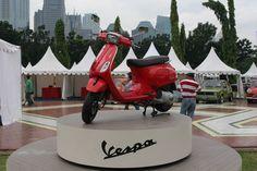 red Vespa LX 150ie 3Valve