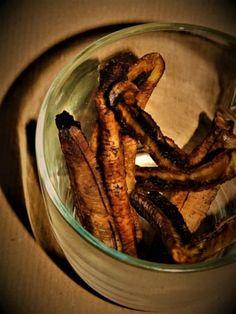 Banánové tyčinky pro psy: sušené banánové pamlsky pro psy. Můžete je nechat měkké a šťavnaté nebo je usušit o něco víc aby byla křupavé Cinnamon Sticks, Spices, Meat, Spice