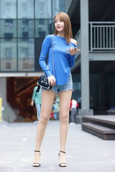 Street Fashion Shoot, Street Outfit, Women With Beautiful Legs, Beautiful Young Lady, Sexy Asian Girls, Beautiful Asian Girls, Asian Fashion, Girl Fashion, Pantyhose Outfits