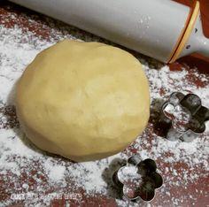 PASTA FROLLA ottima per biscotti al burro, è una pasta frolla perfetta per realizzare dei biscotti buonissimi e friabilissimi. Food Inspiration, Sweet Recipes, Buffet, Biscuits, Food And Drink, Low Carb, Pudding, Cheese, Cookies