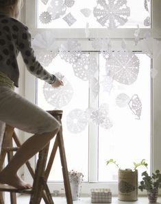 Totally love this wintery snowflake curtain!
