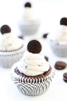 ilovedessert:  Cookies and Cream Cupcakes
