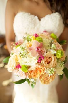Colorful bridal bouquet by Fukushima Flowers - Anna Kim Photography