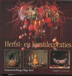Zeven verschillende auteurs geven in dit boek voorbeelden voor bloemschikken in de herfst- en kerstsfeer. Van elk stuk zijn een werkbeschrijving, een materialenlijst en een foto opgenomen. De stukken zijn heel verschillend van aard: kransen, imitatietaarten, werk met wilgenteen enz.  http://www.bzof.nl/zoeken/?query=herfst