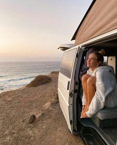 van camping on the beach Summer Aesthetic, Travel Aesthetic, Sky Aesthetic, Flower Aesthetic, Summer Feeling, Summer Vibes, Labo Photo, Voyager C'est Vivre, Teenage Dream