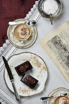 sacher torte and coffee I Love Coffee, Coffee Break, My Coffee, Black Coffee, Prop Styling, Coffee Cafe, Coffee Shop, Chocolate Coffee, Cooking