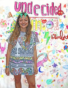 BROKEN UN t-shirt, color, oversize, sequins, fashion, makeup, undecided, unlovers, fun, glitter, design, shiny, club, aliens, spontaneous, irreverent, gold, pink, blue, green, white, purple, unlovers , handmade, pattern Pink Blue, Blue Green, Aliens, Sequins, Glitter, Club, Makeup, Pattern, T Shirt