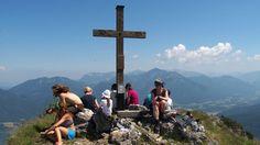 Klettersteigfeeling am Sparber - Leitern und Seile helfen über die letzten Felsbarrieren zum Gipfel des Sparber hinweg. Grandiose Blicke zum Wolfgangsee sind der Lohn des teils steilen Anstieges. Zur Bergtour: http://www.nachrichten.at/freizeit/freizeit_tipps/tourentipps/Klettersteigfeeling-am-Sparber;art268,1859373 (Bild: Alois Peham)