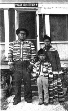 John Poole, his wife Camilia, and their grandchild - Everglades City, Florida, Native American Photos, Native American Tribes, Native Americans, American Indians, Everglades City, Florida Everglades, Old Florida, Vintage Florida, Seminole Indians